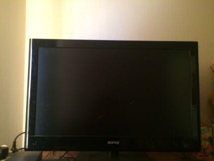 """TV FOR SALE 32"""" SONIQ HD LCDTV"""