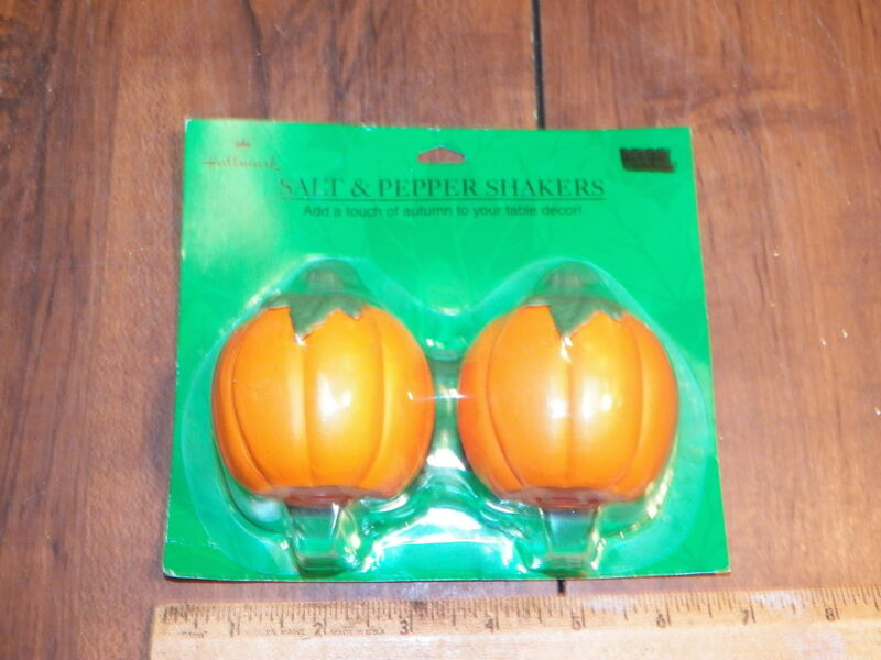 HALLMARK Pumpkin Salt & Pepper Shakers - NIB                                   *