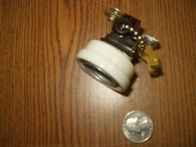 Eaton 660-Watt White Pull Chain Ceiling Light Socket with Grounding Outlet, NEW!