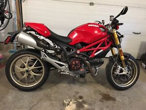 For sale 2010 Ducati Monster 1100s Mint Condition