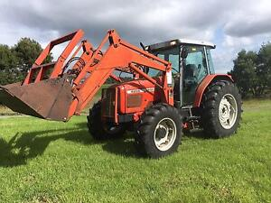 Tractor  Massey Ferguson 4255 cab 4x4 Challenge loader 4 in 1 buc Richmond Hawkesbury Area Preview