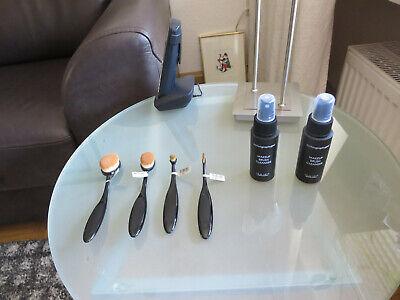 Fantasai Oval Brush Pinselset mit vier Pinseln + Pinselreiniger Spray  -2x 59 ml
