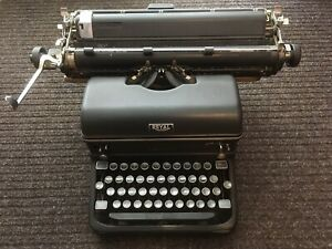 Vintage Royal KMM Desktop Typewriter