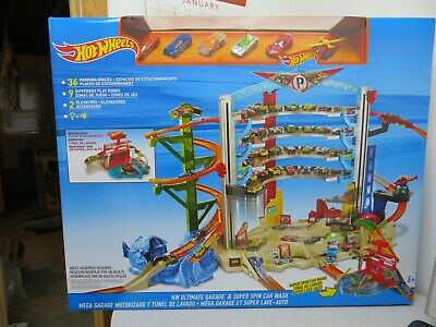 Hot Wheels Ultimate Garage & Super Spin Car Wash - New In Box