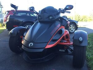 2012 Can Am Spyder RSS with warranty