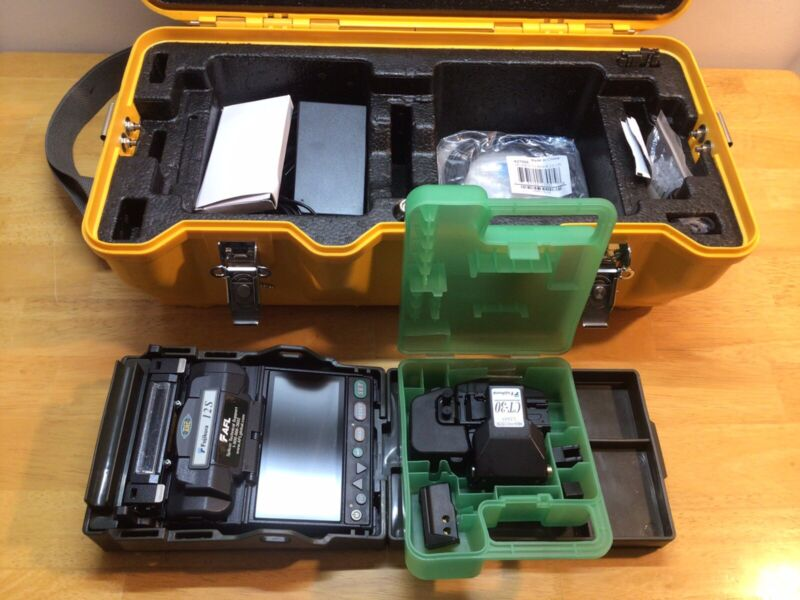 Fujikura 12S FSM-12S Fiber Fusion Splicer Kit; CT-30 Cleaver; 170 Total Arcs