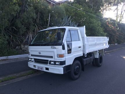 LOW KM CAR LICENCE TIPPER
