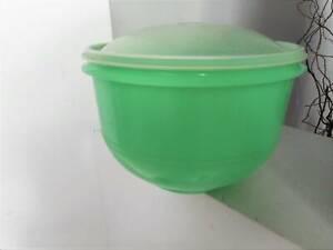 Large Tupperware Lettuce Keeper Crisper Green w Lid Keep Fresh