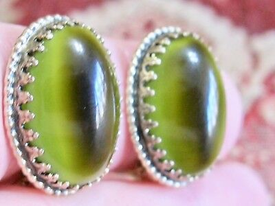WHITING AND & DAVIS GLOWING GREEN & BROWN CAT'S EYE ART GLASS CLIP ON EARRINGS