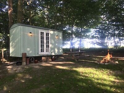 New built to order Shepherds Hut, Shower room, kitchen, double or 2 single bed.