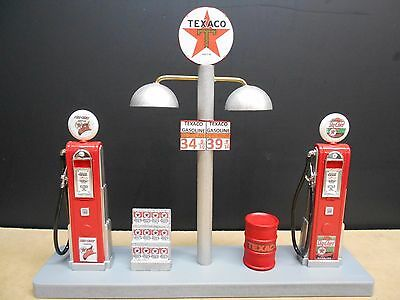 """"""" TEXACO """" GAS PUMP ISLAND DISPLAY W/GAS PRICE SIGN, 1:18TH, HAND CRAFTED, NEW"""