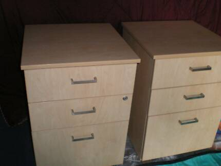 BEDSIDE TABLES   MATCHING PAIR   LIKE NEW **