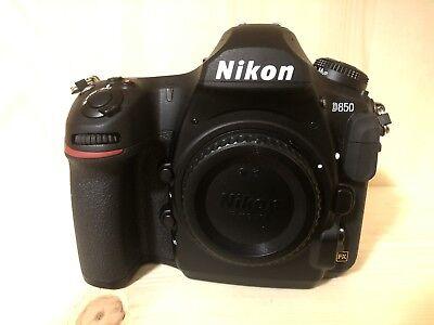 Nikon D850 45.7MP Full Frame Pro Digital SLR Camera - Black (Body Only) EXTRAS!!
