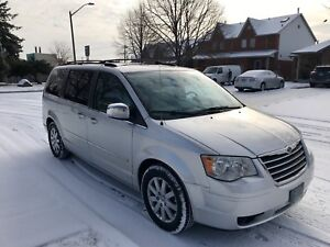 ••2010 Chrysler Town & Country**Fully Loaded**3 DVDs