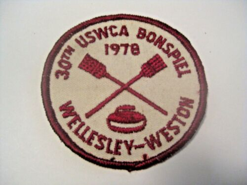VINTAGE 1978 30th USWCA BONSPIEL CLOTH SPORTS CURLING PATCH ~ WELLESLEY - WESTON