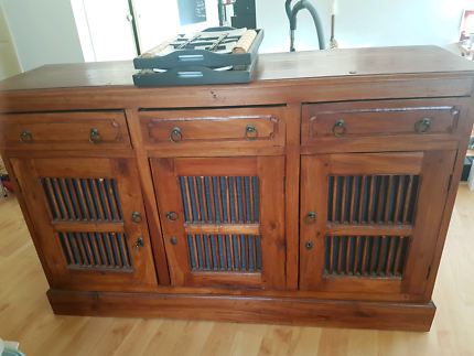 Cabinet free (pending pick up)