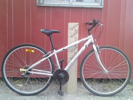 Raleigh C600 hybrid flatbar bike bicycle, small