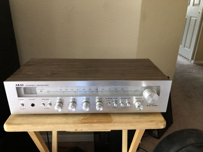 Vintage AKAI AA-1125 Stereo Receiver FM/AM AUX & PHONO Silver Face