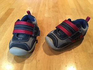 Boys pediped sneakers- size 4-4.5 *like new*