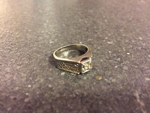10k white gold ring with diamond