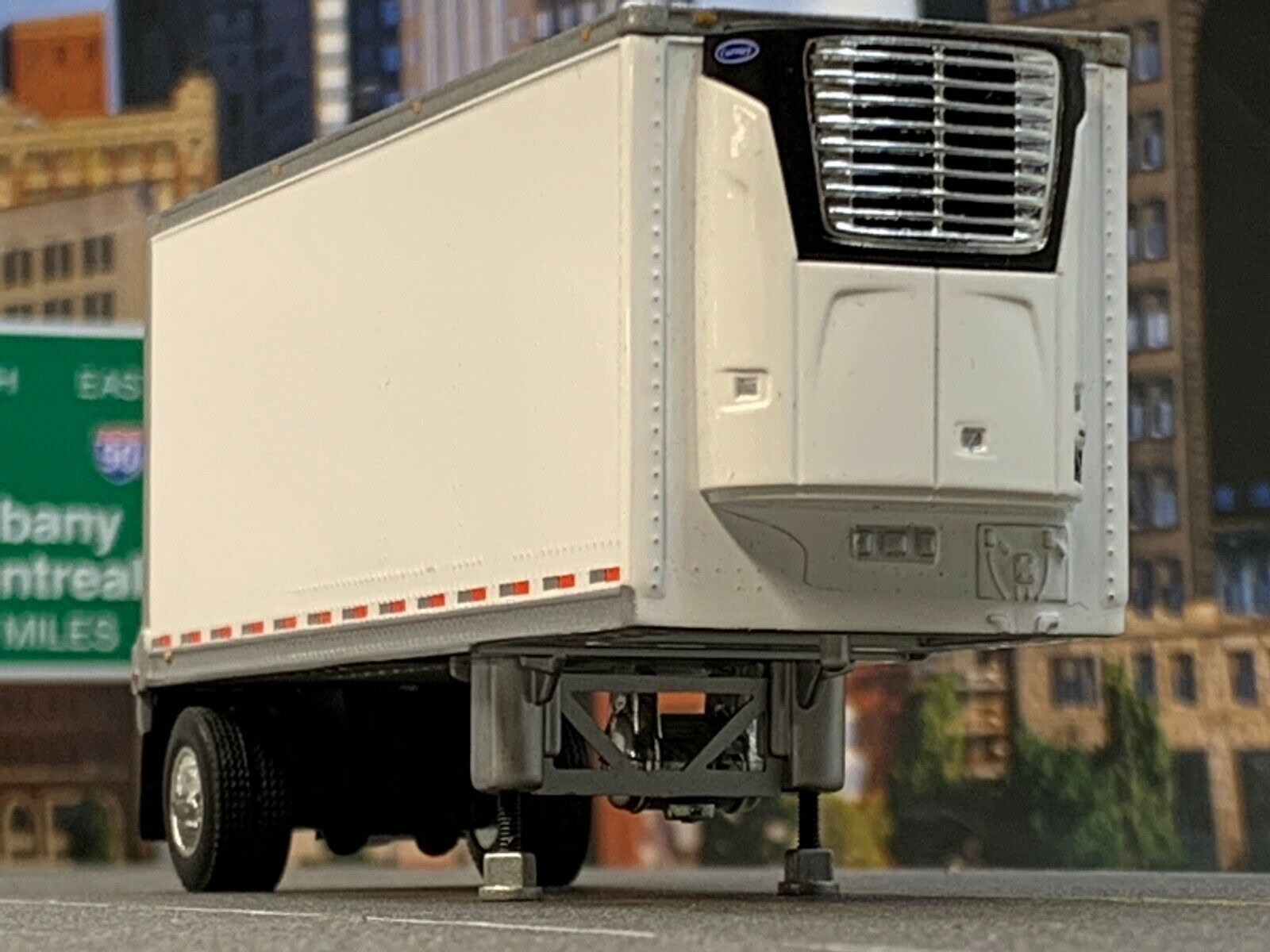 1/64 DCP WHITE WABASH CARRIER REEFER PUP TRAILER