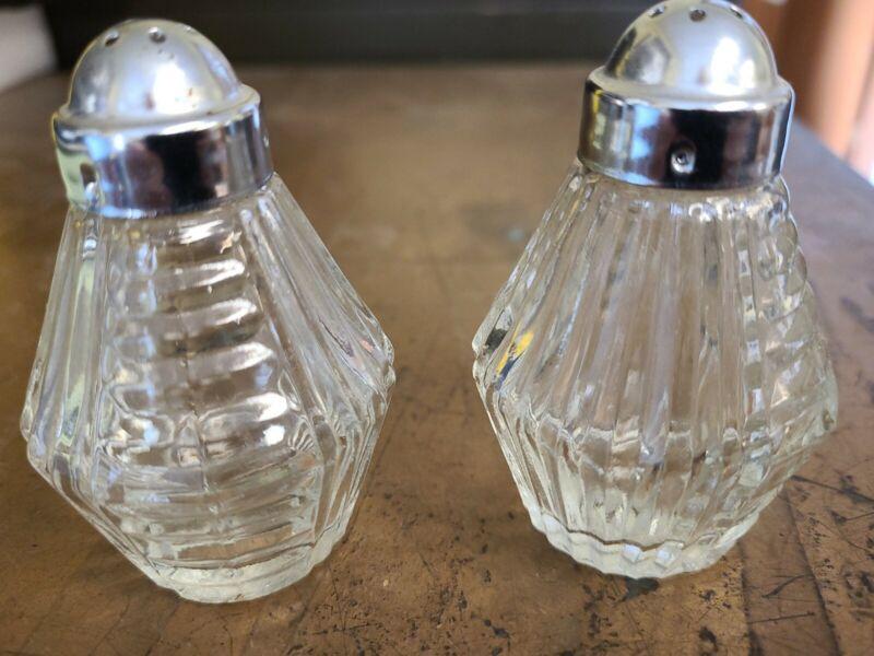 Vintage Anchor Hocking Clear Crystal Salt & Pepper Shaker Set Bee hive shaped