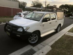 Automatic 2011 hilux 1 year rego 199000 KMS ONLINE