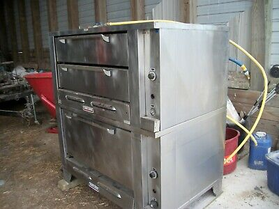 Garland  Gas Double Deck Pizza Oven With Stone Legs