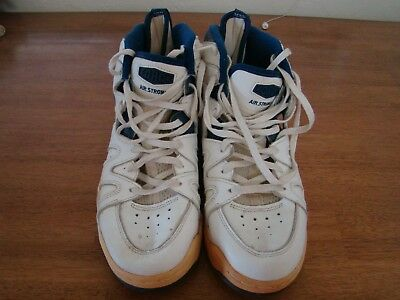 61aa27f9a46d DONALD HODGE DALLAS MAVERICKS AUTOGRAPHED GAME WORN SHOES BOTH SHOES SIGNED