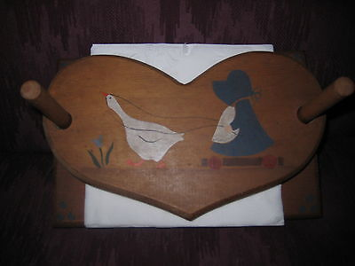 - CUTE COUNTRY WOOD 2-PIECE NAPKIN HOLDER - NICE USED CONDITION!
