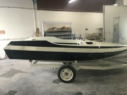 4.5M Speed Boat on Trailer
