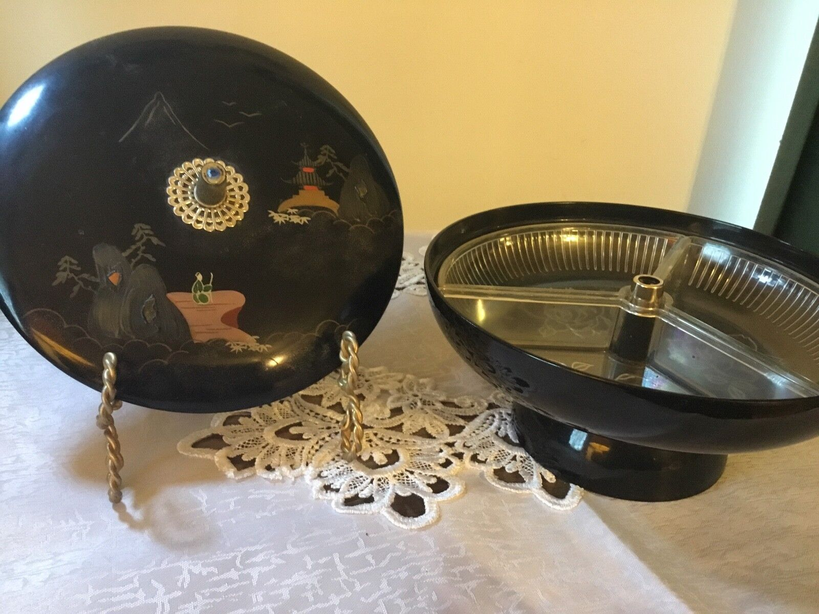 AIZU JAPANESE HAND PAINTING BLACK LACQUER Covered Section Bowl  - $20.00