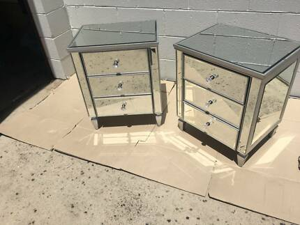 MIRRORED  BEDSIDE TABLES AND MATCHING CHEST OF DRAWS