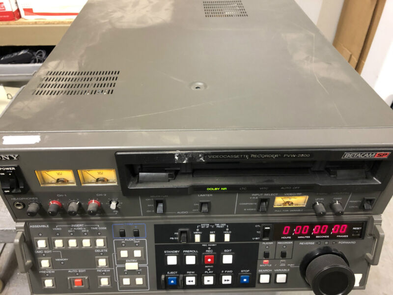 SONY PVW-2800 Betacam SP Videocassette Studio Recorder Player Production Editing