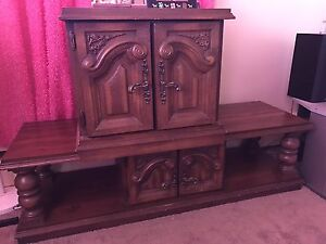 Coffe table/TV stand and End table