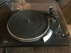 Technics SL-2000 Direct Drive Turntable