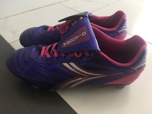 Girl soccer cleats 6.5Y