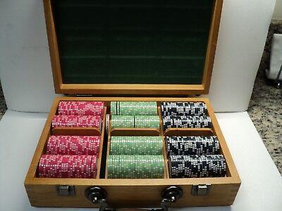 Chips Oak Case - OAK CARRYING CASE/DOVETAIL/HANDEL WITH POKER CHIPS (CAPTAIN JOE'S CASINO