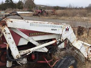Used international tractor with frnt bucket