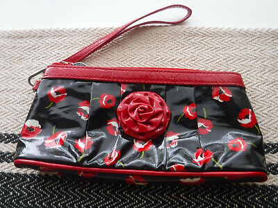 Vera Bradley Frill Coming Up Roses Poppy Fields Wristlet Purse Clutch Red Black