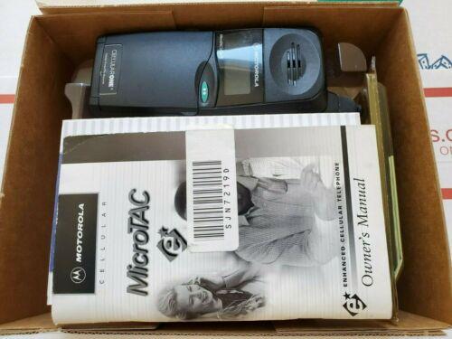 VINTAGE MOTOROLA MicroTAC 650e FLIP CELLPHONE IN ORIGINAL BOX, POWERS ON/WORKS