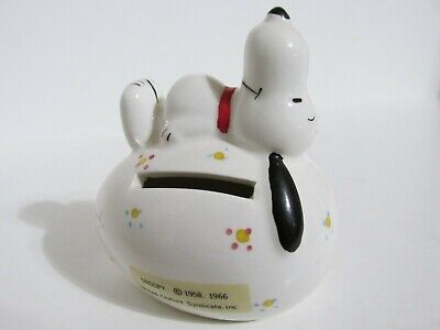 SNOOPY PEANUTS CHARLIE BROWN DETERMINED CERAMIC EASTER BEAGLE EGG BANK - Easter Snoopy