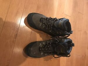 Size 8 men's windriver winter boots - worn couple of times
