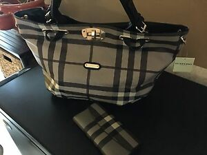Large Sized Tote w/matching wallet