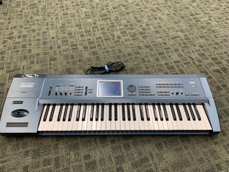 KORG Triton Extreme 61key keyboard Synthesizer