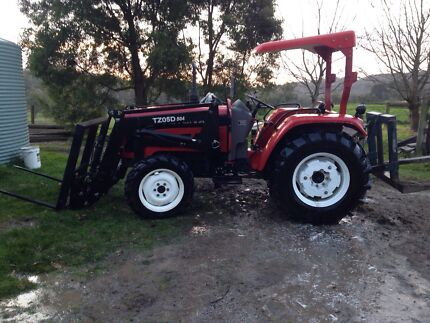 Foton tractor 4x4 loader 4 in 1  Pakenham Cardinia Area Preview