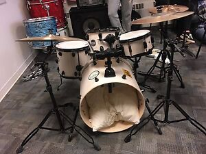 Mapex Mars with hardware and cymbals