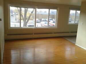 Rent Incentives! Two-Bedroom Suite Available in Grosvenor Park.