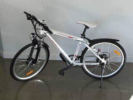 Electric Bicycle, E Bike , Commuter Style, 250 watts. Clearance!