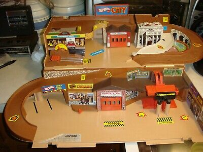 Vintage 1979 Hot Wheels Sto-N-Go City Play Set Playset Ex Condition!